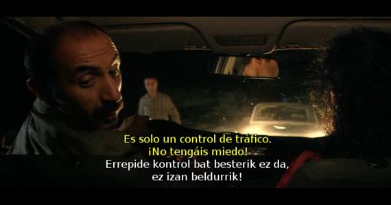 Azpititulu bikoitzak, film kurdu baten emanaldian